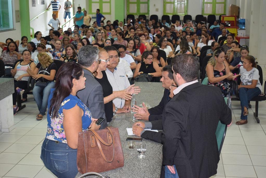 Professores cobram liberação de precatórios na Câmara Municipal de Campo Maior